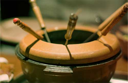 A fondue pot (Image: Lauri-)