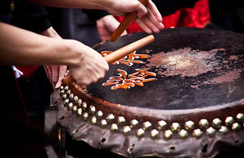 Traditional drum being played during Chinese New Year (Image: garryknight used under a Creative Commons Attribution-ShareAlike license)