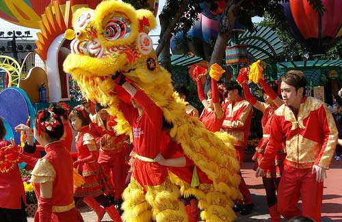 Performance during Chinese New Year (Image: oldandsolo)