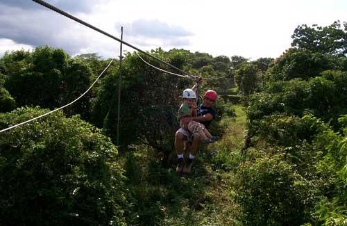 Ziplining through Costa Rica (Image: marinakvillatoro)