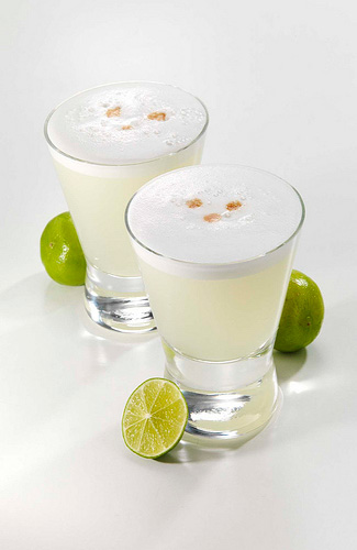Pisco sours (Image: T.78UopXx used under a Creative Commons Attribution-ShareAlike license)