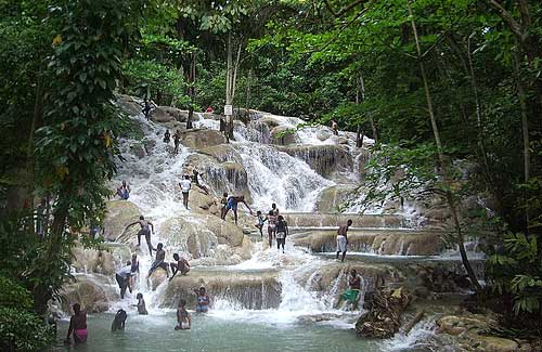 Dunn's River Falls, Jamaica (Image: Fathzer used under a Creative Commons Attribution-ShareAlike license)
