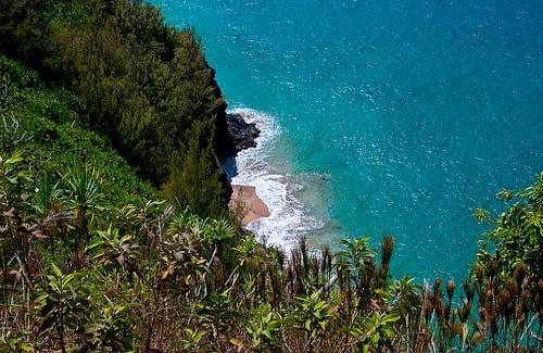 Kalalau Trail (Image: jdn used under a Creative Commons Attribution-ShareAlike license)
