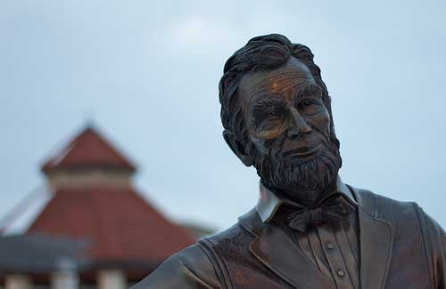 Lincoln statue (Image: mooney47)