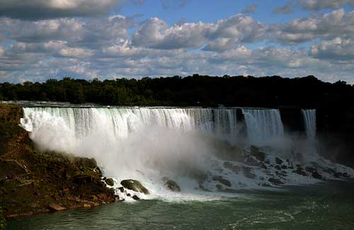 Niagara Falls, Ontario & New York (Image: nic_r used under a Creative Commons Attribution-ShareAlike license)