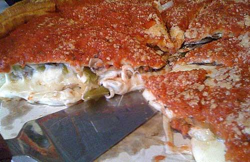 Deep dish pizza (Image: kimubert)