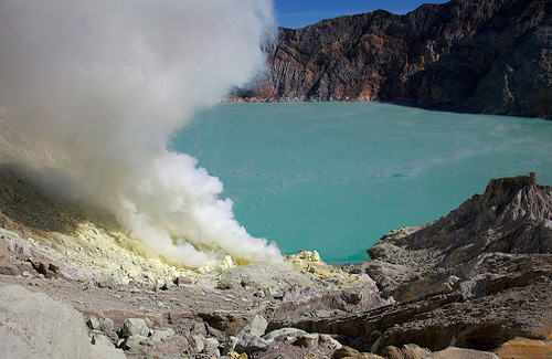 Ijen Volcano, Indonesia (Image: jmhullot used under a Creative Commons Attribution-ShareAlike license)