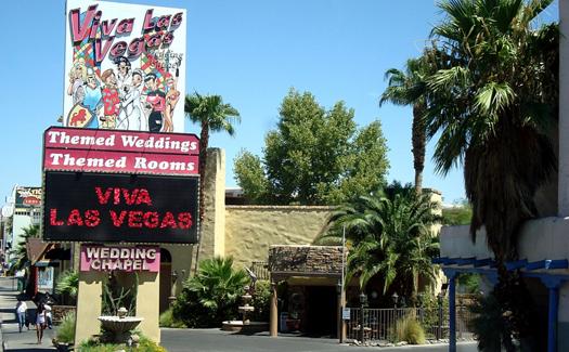 Viva Las Vegas (Photo courtesy of Viva Las Vegas Themed Weddings, Inc.)