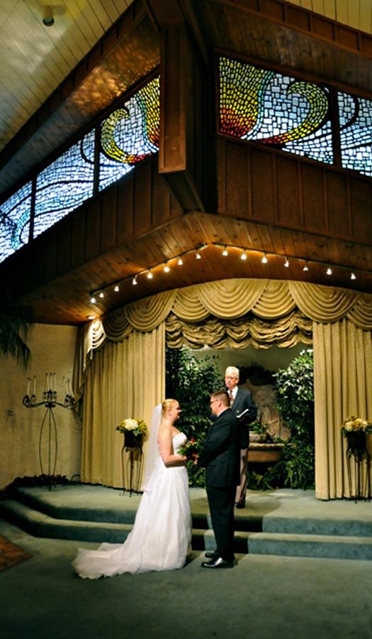 A ceremony in the Main Chapel at Viva Las Vegas (Photo courtesy of Viva Las Vegas Themed Weddings, Inc.)
