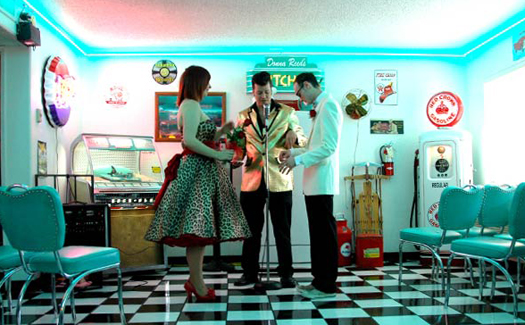 A ceremony in the Doo Wop Diner Chapel at Viva Las Vegas (Photo courtesy of Viva Las Vegas Themed Weddings, Inc.)