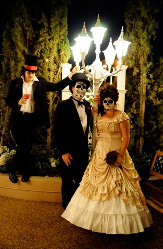 Dracula-themed wedding at Viva Las Vegas (Photo courtesy of Viva Las Vegas Themed Weddings, Inc.)