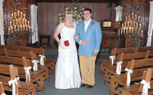 Getting married at The Little Church of the West (Image: bigbold used under a Creative Commons Attribution-ShareAlike license)