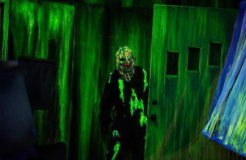 A costumed actor during Halloween Horror Nights (Image: Taifa Photography)